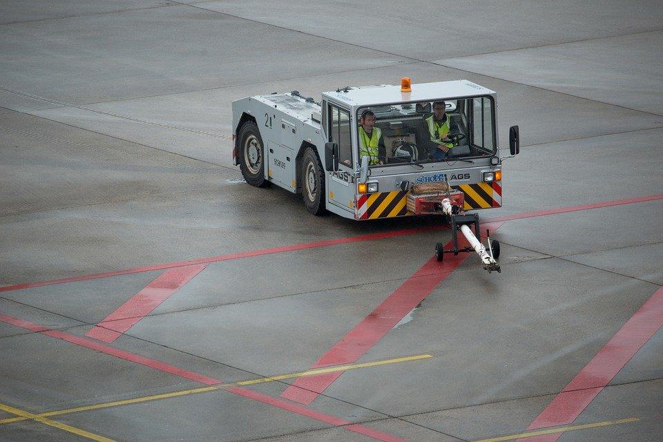 airplane-tug-2112217_960_720